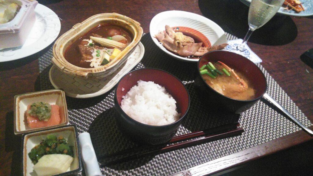 稲取銀水荘での食事の様子