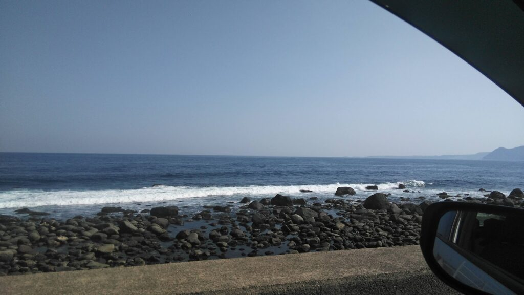 稲取銀水荘にほど近い海