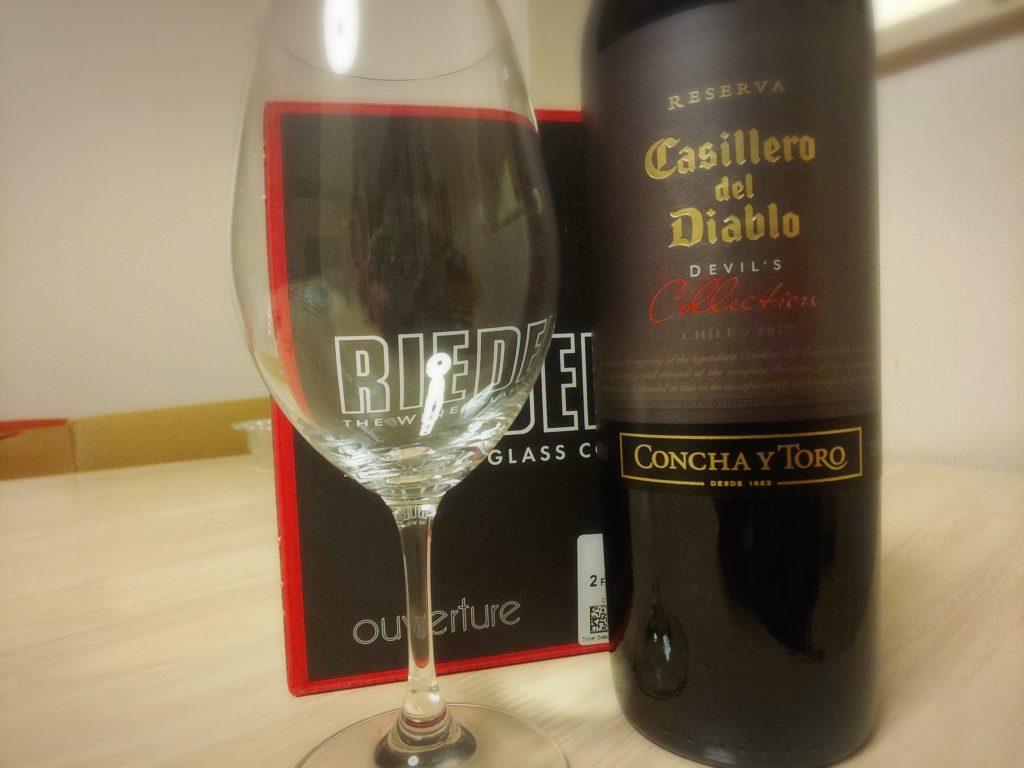 当選した赤ワインとリーデルのワイングラス